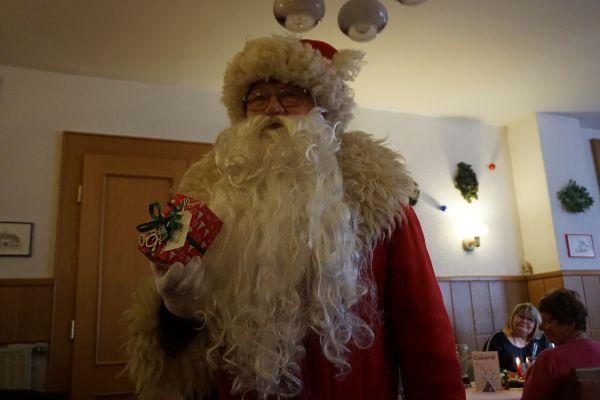 weihnachtsfeier_2019_12_01_0688401347E-5E09-03BA-E22E-8B8BA2A325DA.jpg