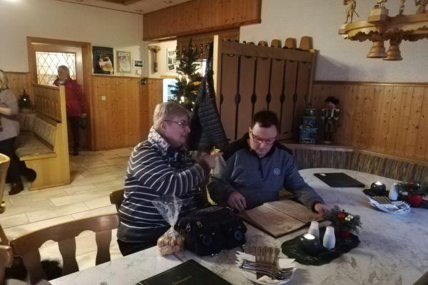 weihnachtsfeier_2018_12_02_011265FC8C0-D87A-E07F-8DB0-894AB31F56B7.jpg