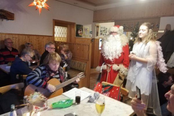 weihnachtsfeier_2018_12_02_018ACC79960-CE80-AEF2-7289-C1A465E18D90.jpg